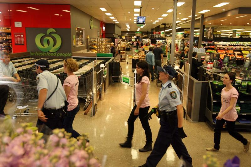 ../../GM mums escorted out of Woolworths